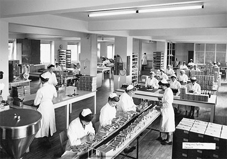 At the beginning of the 1950s, Lunbeck counts 180 employees